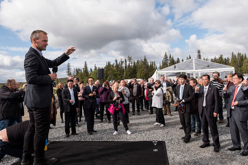 Mikael Lindmark celebrating the inauguration of the Blaiken wind park.