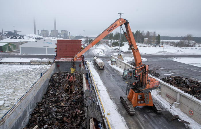 Shipping scrap metal